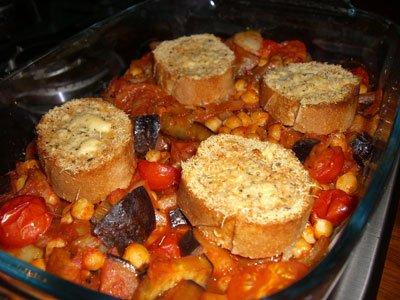 Tomato & chickpea bake