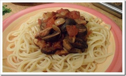 slow-cooked-spaghetti-with-garlic-mushrooms