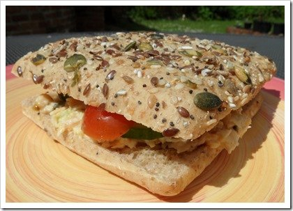 vegan-tuna-chickpea-mayo-sandwich