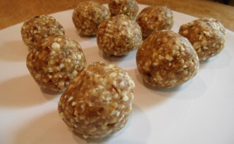 Raw vegan cashew and date balls
