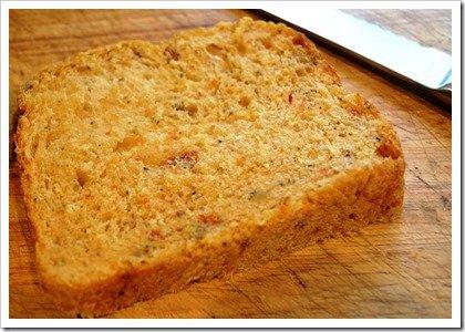 olive-jalapeno-sundried-tomato-bread-slice