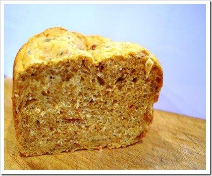 olive-jalapeno-sundried-tomato-bread