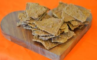 Raw cashew and chilli crackers