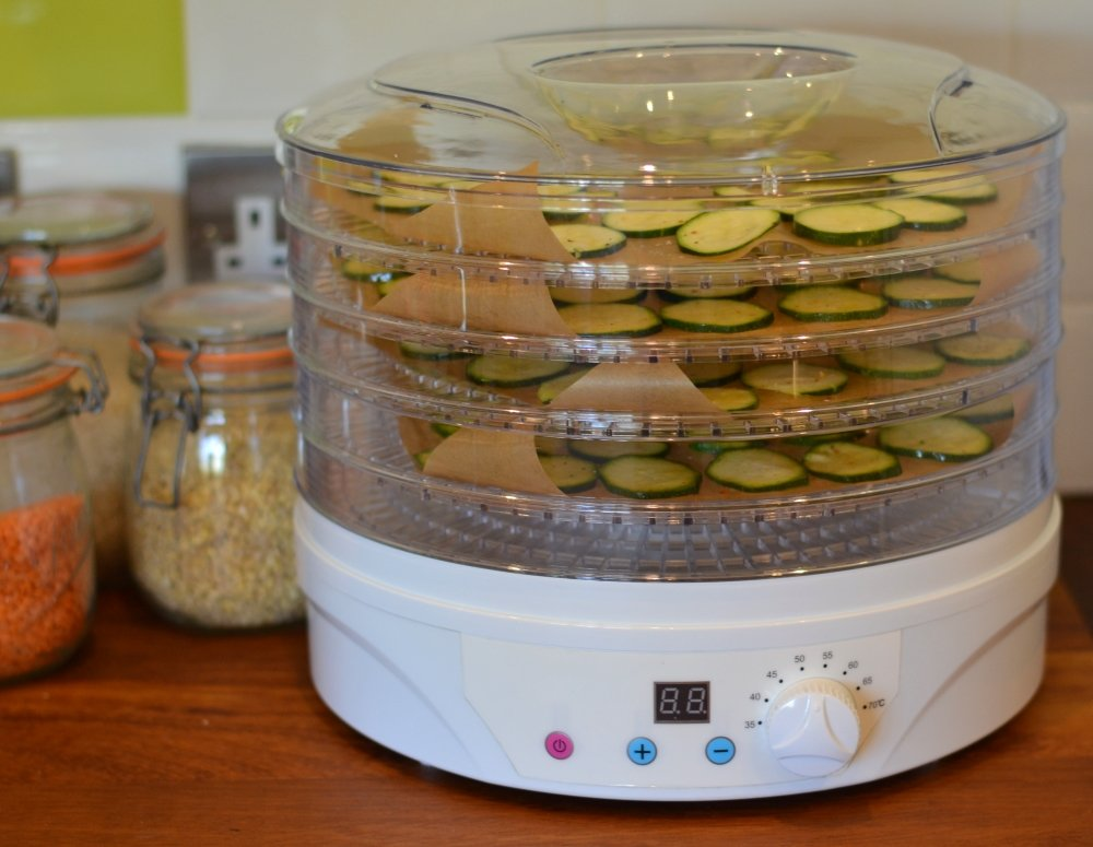 courgette-slices-in-dehydrator