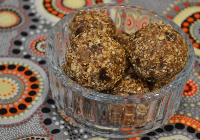 Oat, date and sultana balls