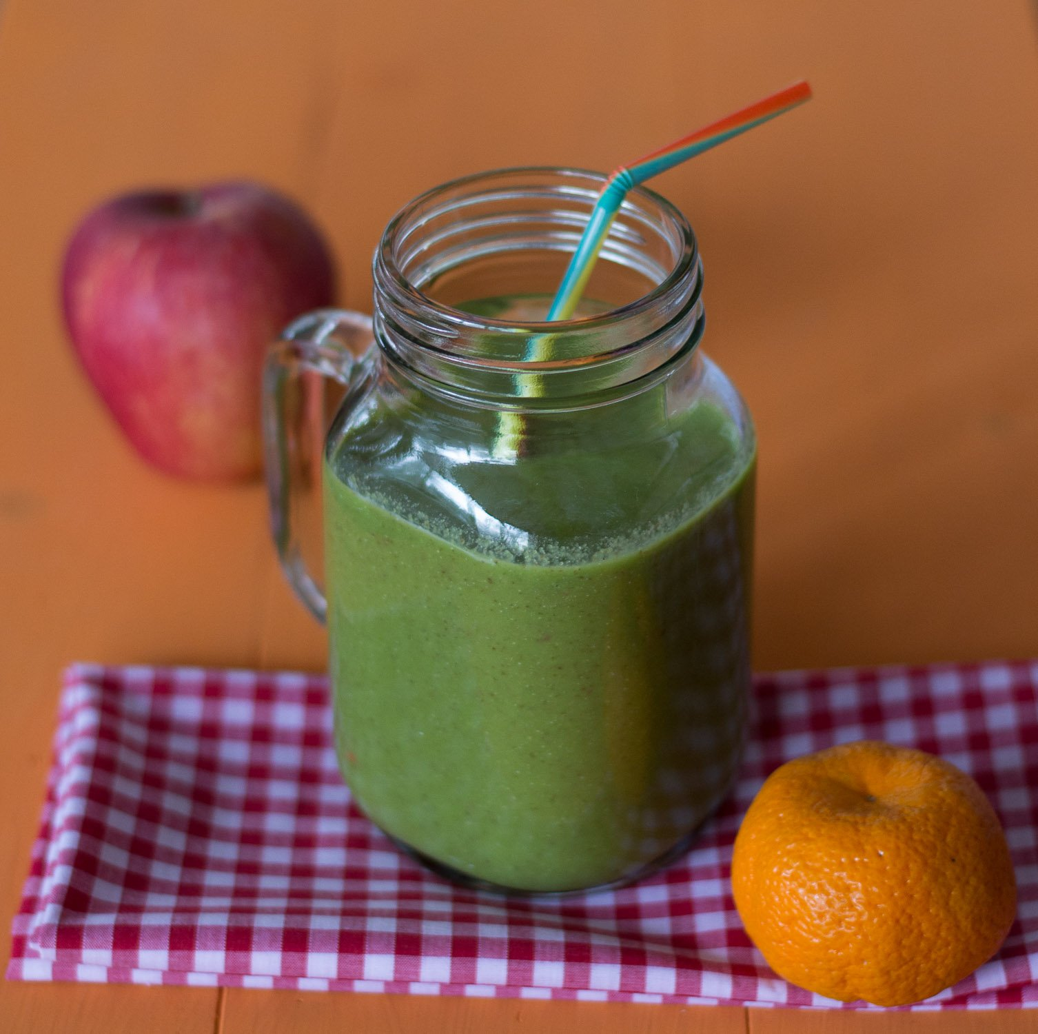 Spinach, clementine, apple, chia seeds, coconut water Nutriblast