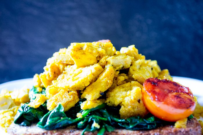 vegan tofu scramble with spinach, done in one pan